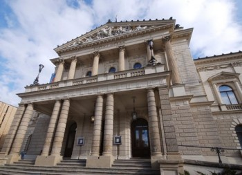 Další průtahy pro rekonstrukci Státní opery: Proti výsledku tendru se odvolal Metrostav