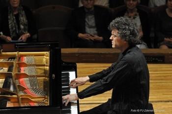 Óda na Beethovena v podání klavíristy Paula Lewise