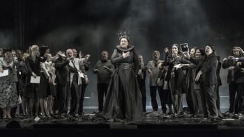 Verdiho Macbeth v pražské Státní opeře rozhodně neurazí, ale ani nenadchne