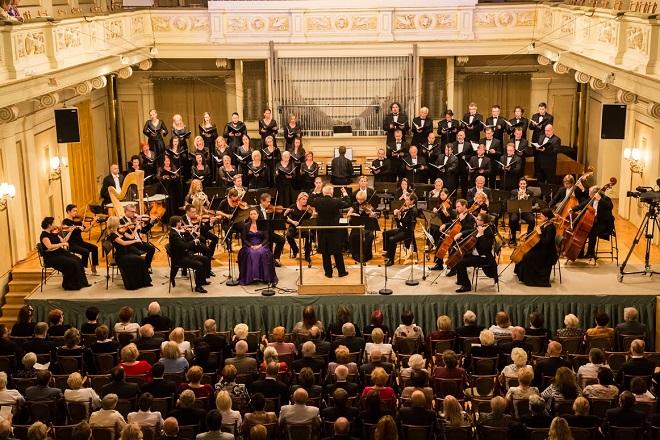 Český filharmonický sbor Brno & PKF-Prague Philharmonia - dirigent Petr Fiala - Brno 6..9.2015 (foto Petr Francán)
