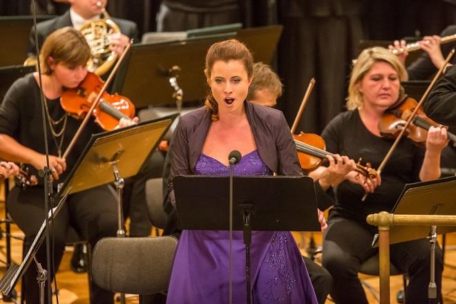 Český filharmonický sbor Brno & PKF-Prague Philharmonia - dirigent Petr Fiala, Hana Škarková (soprán) - Brno 6..9.2015 (foto Petr Francán)