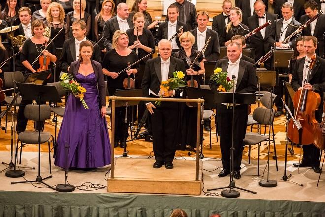 Český filharmonický sbor Brno & PKF-Prague Philharmonia - dirigent Petr Fiala, Hana Škarková (soprán), Tomáš badura (baryton) - Brno 6..9.2015 (foto Petr Francán)