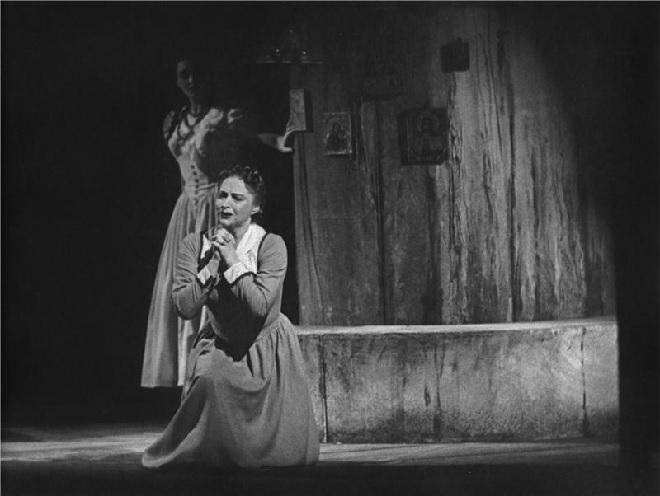 Leoš Janáček: Káťa Kabanová - Ludmila Červinková (Katěrina), Věra Krilová (Varvara) - ND Praha 1957 (Foto Jaromír Svoboda)