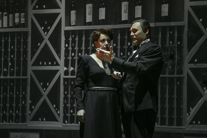 Hans Gefors: Notorious - Nina Stemme (Alicia Hauser), John Lundgren (Devlin) - GöteborgsOperan 2015 (foto ©2015 GöteborgsOperan / Mats Bäcker)