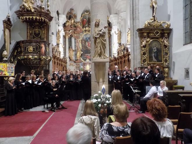 Zimní Třeboňská nocturna 2015: Lukáš Vasilek, Lenka Navrátilová (klavír), Pražský filharmonický sbor - kostel sv. Jiljí Třeboň 2015