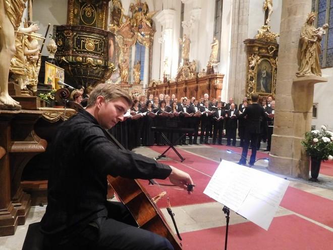 Zimní Třeboňská nocturna 2015: Lukáš Vasilek, Tomáš Jamník (violoncello), Pražský filharmonický sbor - kostel sv. Jiljí Třeboň 2015