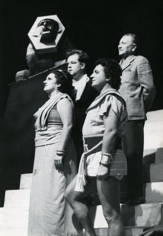 Giuseppe Verdi: Aida - Věra Vlčková (Aida) , Karel Vašata – dirigent, Oldřich Spisar (Radames), Jiří Fiedler – režie - DJKT Plzeň 1958 (foto ze zkoušky)