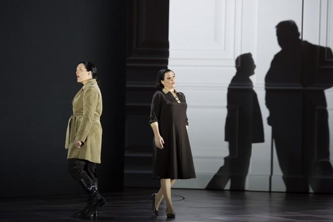 Ludwig van Beethoven: Fidelio - Adrianne Pieczonka (Leonore), Olga Bezsmertna (Marzelline), Hans-Peter König (Rocco), Norbert Ernst (Jaquino) - Salzburger Festspiele 2015 (foto Monika Rittershaus)