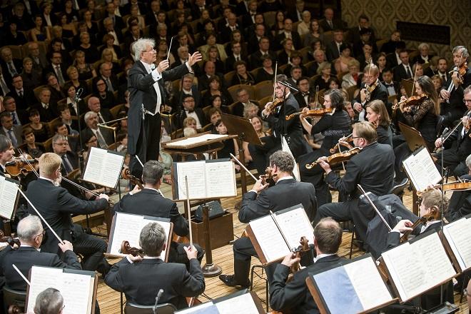 Česká filharmonie - Jiří Bělohlávek - zahajovací koncert 1.10.2015 (foto ČF)