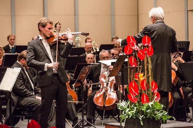 Česká filharmonie - Jiří Bělohlávek, Josef Špaček - Moravský podzim 2015 (foto Petr Francán)