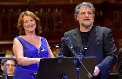 Manželský pár byl sice nachlazený, i tak měl ale José Cura se svojí skladbou v Praze úspěch