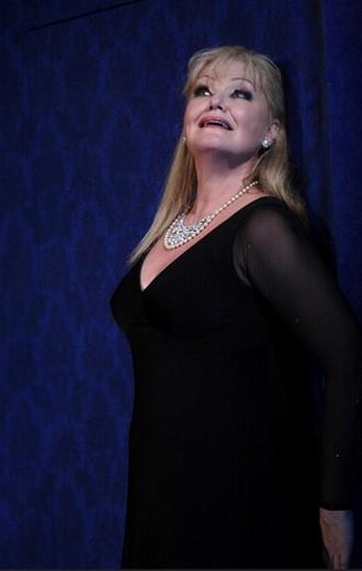 Richard Strauss: Ariadne auf Naxos - Karita Mattila (Primadonna / Ariadna) - The Royal Opera 2014 (foto © ROH / Catherine Ashmore)