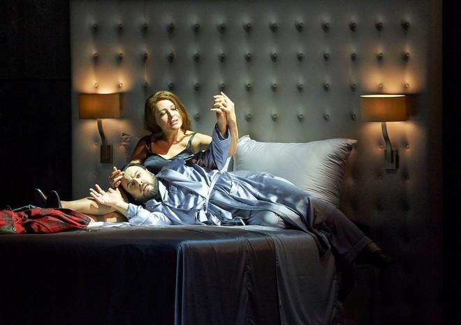 Giuseppe Verdi: Macbeth - George Petean (Macbeth) Tatjana Serjan (Lady Macbeth) - Wiener Staatsoper Vídeň 2015 (foto © Wiener Staatsoper / Michael Pöhn)