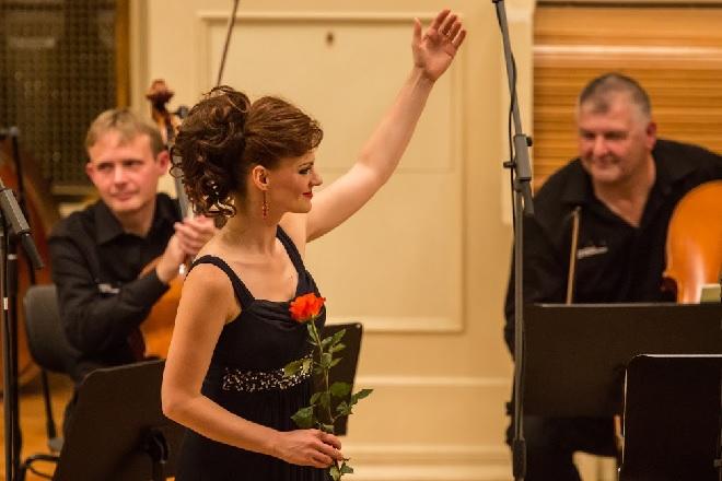 Dvanáct violoncell – Marie Fajtová – Moravský podzim 2015 (foto Petr Francán)