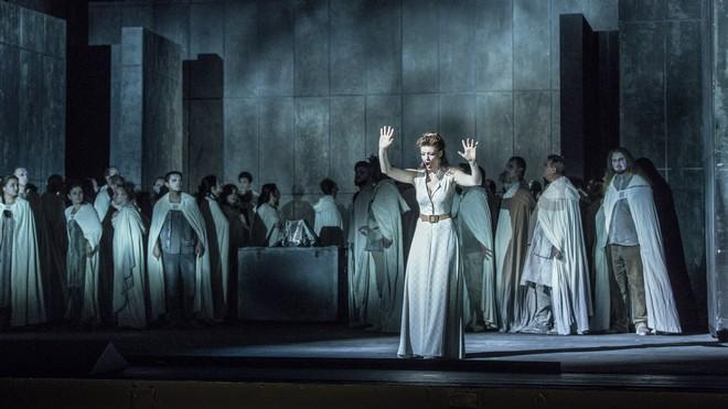 Vincenzo Bellini: Norma – ND Praha 2015 (foto Patrik Borecký)