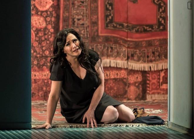 Dmitrij Šostakovič: Lady Macbeth of Mtsensk - Patricia Racette (Katerina Ismailova) - English National Opera Londýn 2015 (foto © Clive Barda CLIVE)