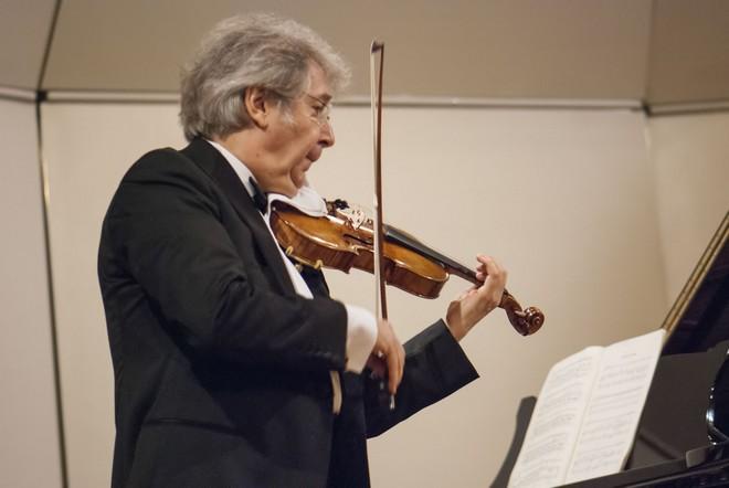 Bratislavské hudobné slávnosti 2015: Pierre Amoyal (husle) - Malá sála Slovenskej filharmónie Bratislava 2015 (foto A. Trizuljak)