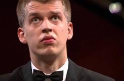 Mladý český klavírista Marek Kozák se ve Varšavě probojoval do třetího kola