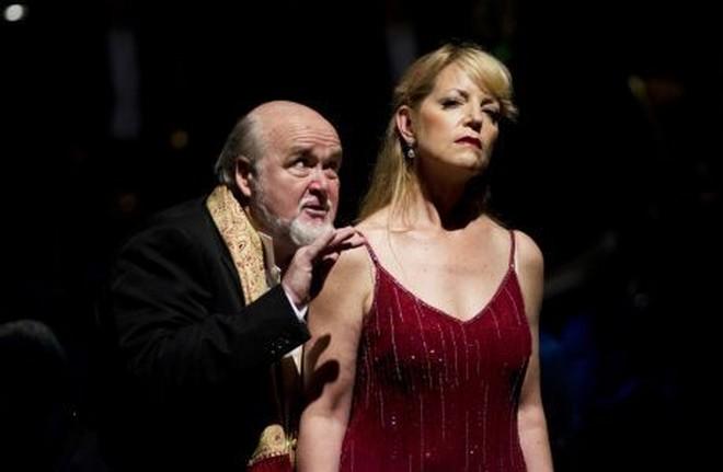 Kim Begley (Herod) a Lise Lindstrom (Salome) v koncertním provedení Salome