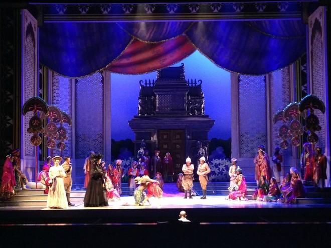 Léo Delibes: Lakmé - Calgary Opera 2015 (foto FB Calgary Opera)