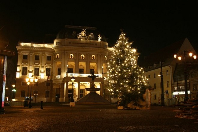 Slovenské národné divadlo Bratislava (foto sk.wikipedia.org)