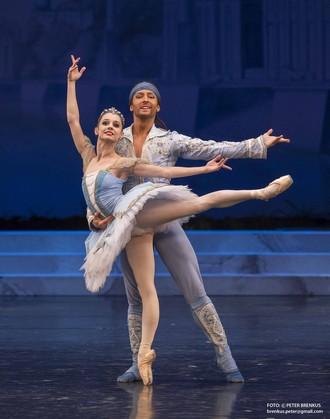 Umenie pre život 2015 - Korzár - Maria Kochetkova a Artemi Pyzhov (foto Balet SND/Peter Brenkus)