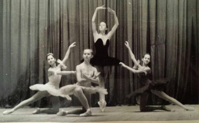 Ze školy - Olga Borisová-Pračiková - prvá vpravo - 1991 (foto archív Olgy Borisovej-Pračikovej)