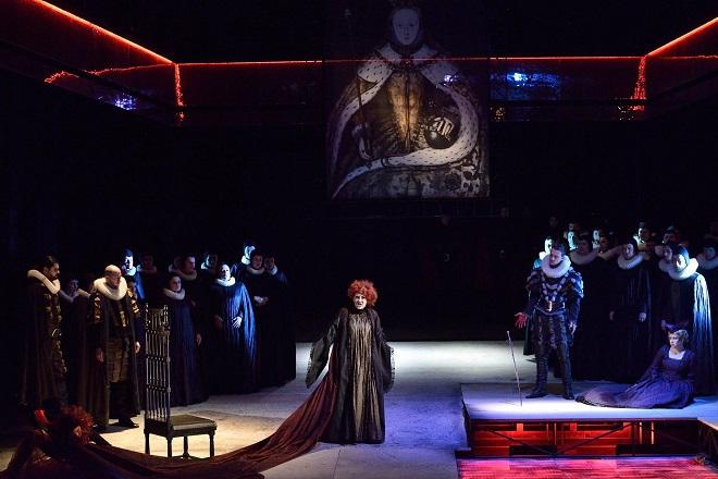 G.Donizetti: Roberto Devereux – Jana Šrejma Kačírková (Alžběta, anglická královna) - NDM 2015 (foto Martin Popelář)