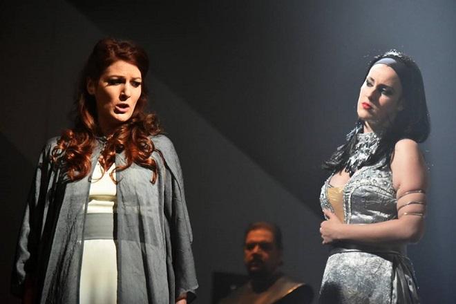 G.Verdi: Aida – Lívia Obručník Vénosová (Ida), Alžběta Vomáčková (Amneris) - Divadlo F.X.Šaldy Liberec 2015 (foto Petr Našic)