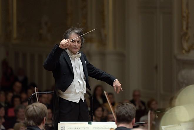 Hudba troch storočí: Beethoven, d'Albert, Debussy - Jun Märkl - Koncertná sieň Slovenskej filharmónie Bratislava (foto © Jan Lukas/SF)