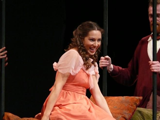 Gioacchino Rossini: Barbier zo Sevilly - Adriana Kučerová (Rosina) - SND Bratislava 2015 (foto SND/Alena Klenkova)