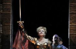 Renée Fleming jako Donizettiho Lucrezie na televizních obrazovkách