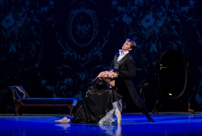 Sergej Rachmaninov – Fryderyk Chopin: Dáma s kaméliemi - choreografie Robert Balogh - Lukáš Cenek a Irina Laptěva (foto MDO/Jan Procházka)
