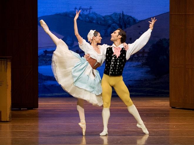 F.Ashton: La Fille mal Gardée - Maria Yakovleva (Lise), Mihail Sosnovschi (Colas) - Wiener Staatsoper 2015 (foto Wiener Staatsoper / Ashley Taylor)
