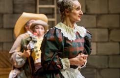 Dokonalý Roman Lazík jako Mama Simona v Baletním panoramatu