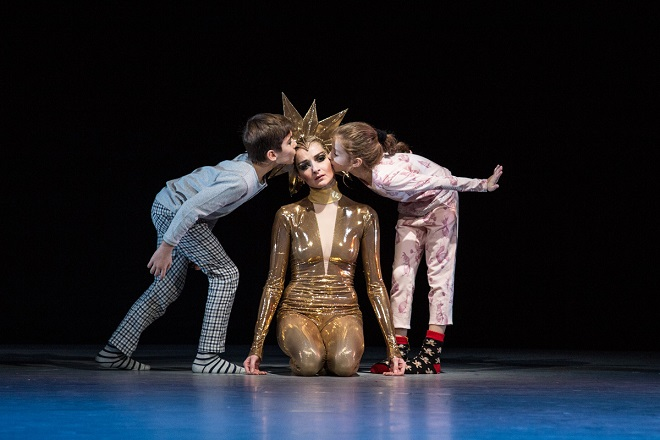 Čajkovskij: Louskáček a Myšák Plyšák - Michaela Wenzelová a děti z Baletní přípravky - ND 2015 (foto Anna Rasmussen)