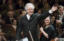 Česká filharmonie s Honeckem: oslava Vánoc hudbou v mnoha podobách