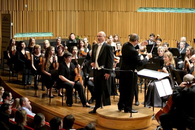 Podkrkonošský symfonický orchestr & Aleš Hendrych - Koncertní sál Pražské konzervatoře (foto Jan Dytrych)