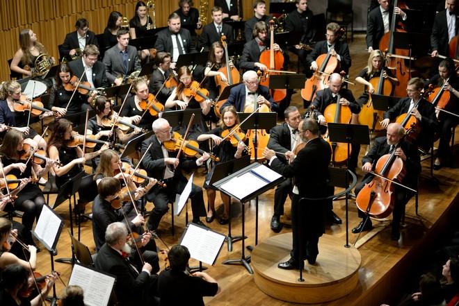 Podkrkonošský symfonický orchestr & Graziano Sanvito - Koncertní sál Pražské konzervatoře (foto Jan Dytrych)