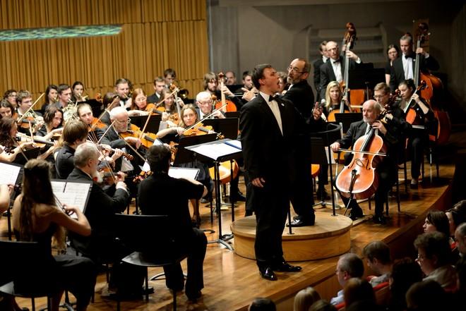 Podkrkonošský symfonický orchestr & Josef Kurfiřt - Koncertní sál Pražské konzervatoře (foto Jan Dytrych)