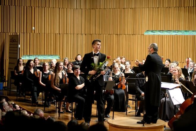 Podkrkonošský symfonický orchestr & Matěj Hřib - Koncertní sál Pražské konzervatoře (foto Jan Dytrych)