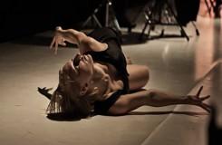 Soudobá hudba a mladí tanečníci na cestě za ní