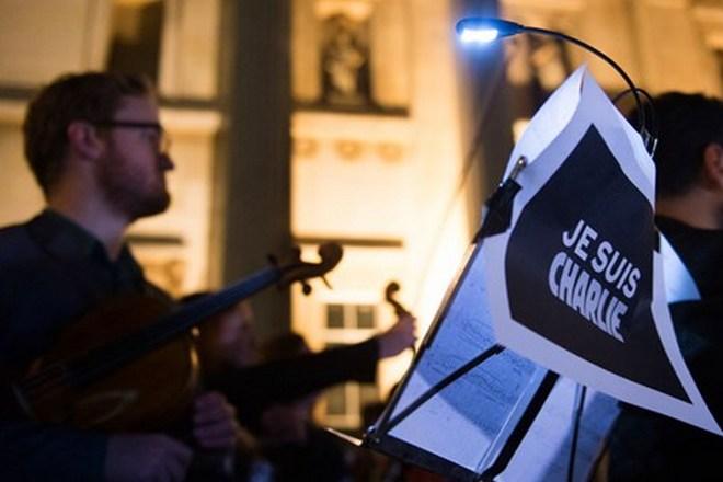 Adagio pro Charlie Hebdo na Trafalgarském náměstí - 8.1.2015 (foto archiv)