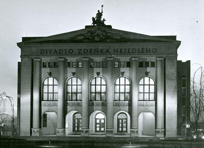 někdejší Divadlo Zdeňka Nejedlého Ostrava (dnešní Divadlo Antonína Dvořáka) (foto archiv)
