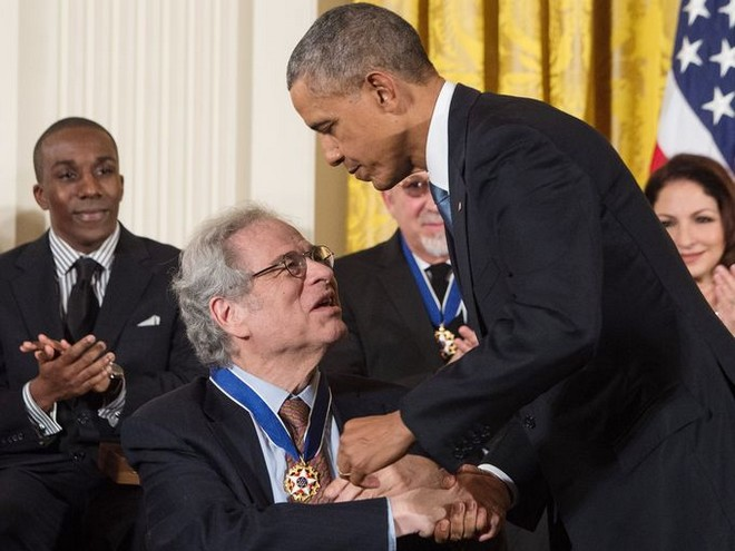 Itzhak Perlman a americký prezident Barack Obama při předání ocenění Medal of Freedom (foto archiv autora)
