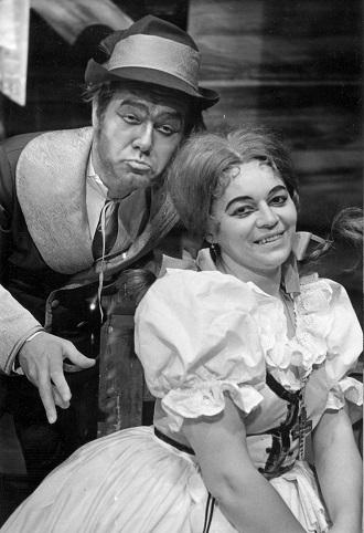 G.Puccini: Tosca - Eva Gebauerová-Phillips (Tosca), Čeněk Mlčák (Baron Scarpia) - SD 1979 (foto Vladimír Dvořák)