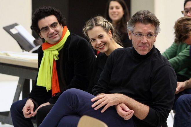 ze zkoušek Srnkova Jižního pólu v Bavorské státní opeře: Rolando Villazón, Mojca Erdmann a Thomas Hampson (foto Bavorská státní opera)