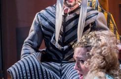 G. Verdi: Rigoletto - Jakub Tolaš (Rigoletto), Olga Jelínková (Gilda) - Moravské divadlo Olomouc 2016 (foto Jan Procházka)