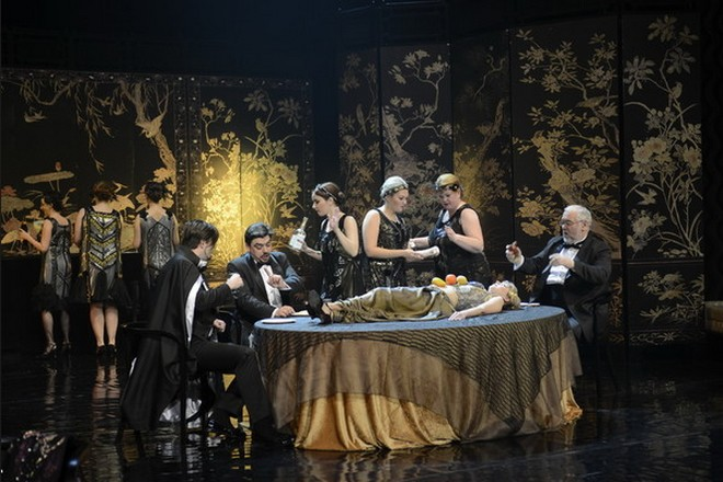 W. A. Mozart: Così fan tutte Juraj Hollý (Ferrando), Daniel Čapkovič (Guglielmo), Peter Mikuláš (Don Alfonso) - SND Bratislava (foto Pavol Breier)