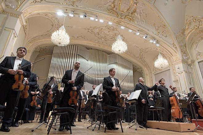 Ladislav Szathmáry (violončelo), Slovenská filharmónia, dirigent Fabrizio Ventura -Bratislava 21./22.1.2016 (foto Ján Lukáš)
